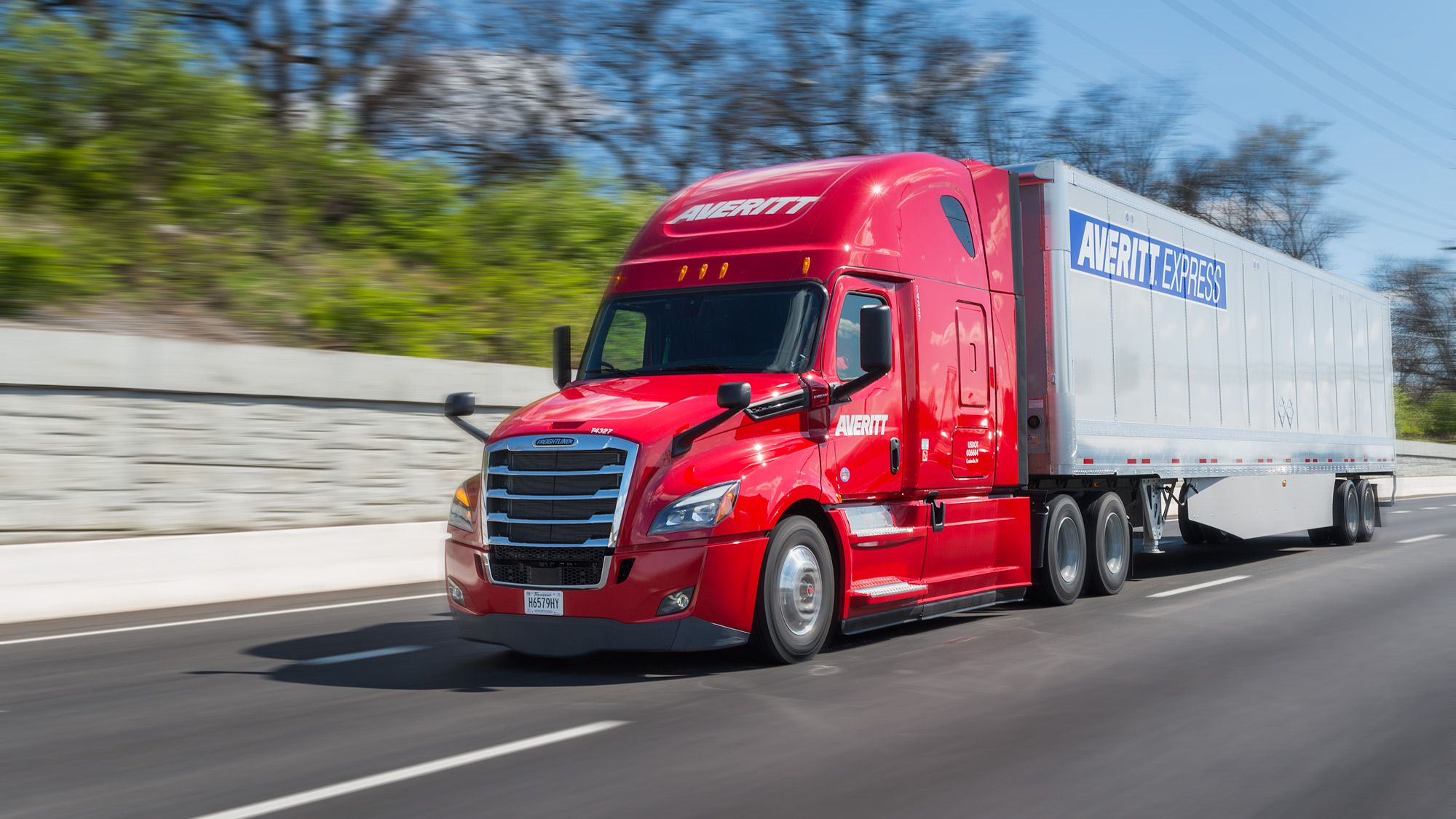 Averitt-Truck-on-the-Road